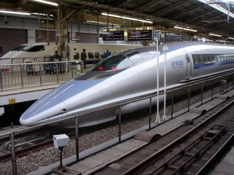 500_series_Shinkansen_train_at_Tokyo_Station